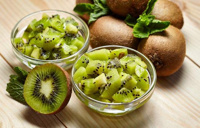 Cách làm sinh tố kiwi sữa chua, kiwi táo cho bé ngon khó cưỡng