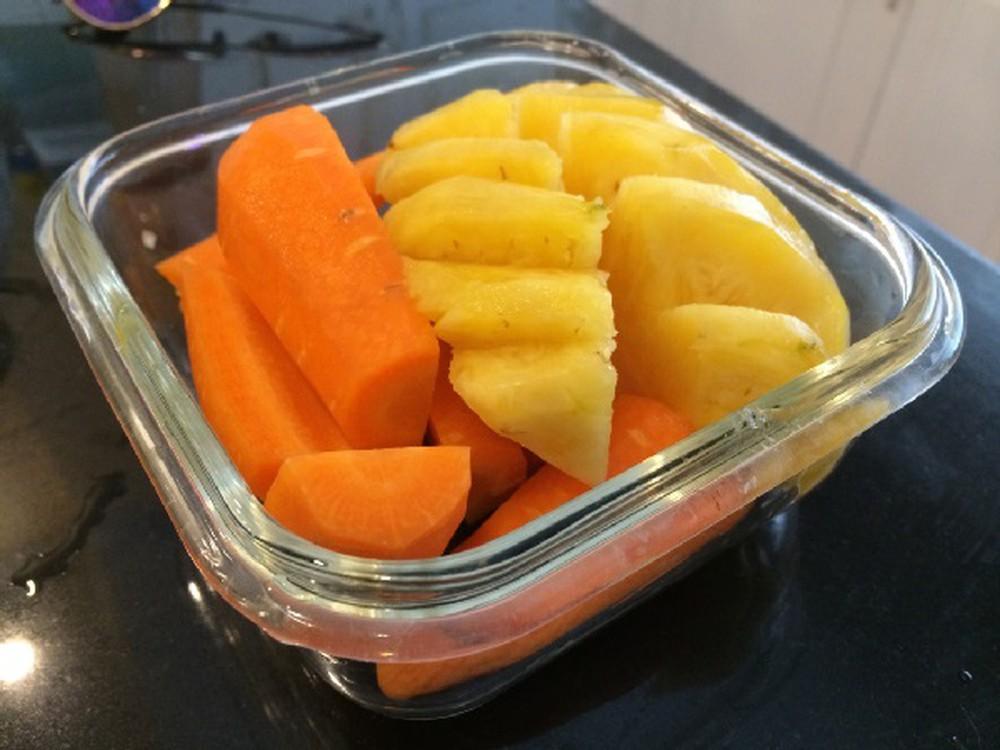 Nguyên liệu làm sinh tố cà rốt dứa